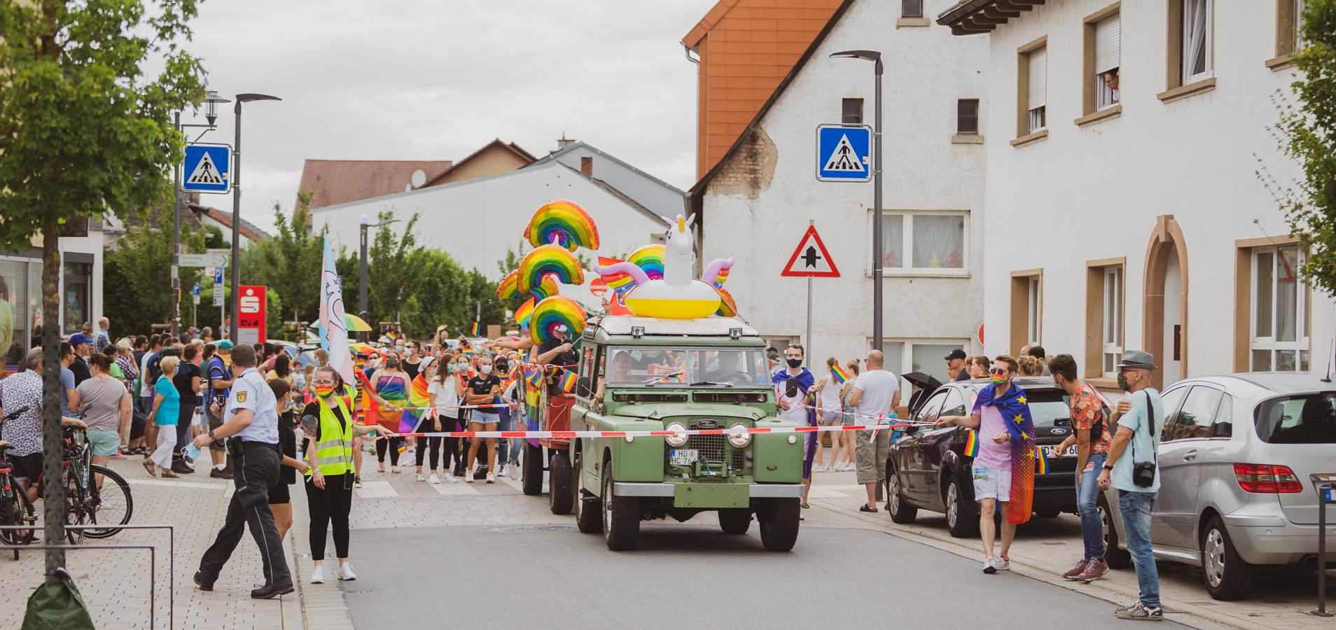 Bild zeigt den Anfang des Demozuges der Dorfpride 2020 in Mühlhausen
